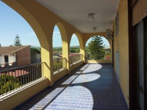 Cod: 4472 – Vendesi villa ad Agnone con tre appartamenti