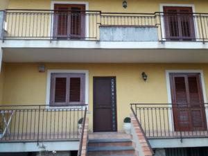 cod: 8475 – Appartamento in villa con box e giardino